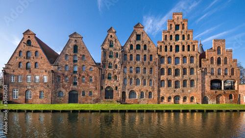 Cuadros en Lienzo Salzspeicherguppe Hansestadt Lübeck frontal sonnig