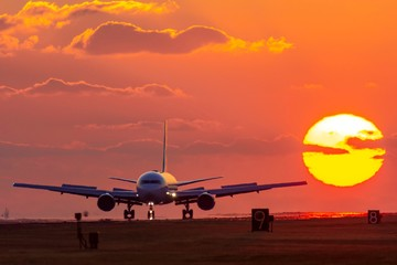 最高に美しい夕日空と飛行機 The most beautiful sunset sky and airplane