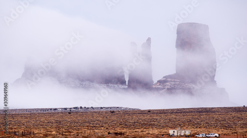 Fog overwhelms Stagecoach, Bear and Rabbit, and Castle Rock at Monument Valley N Fototapet