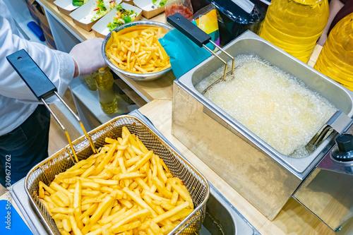 Cuadros en Lienzo Cooking potatoes in a deep fryer
