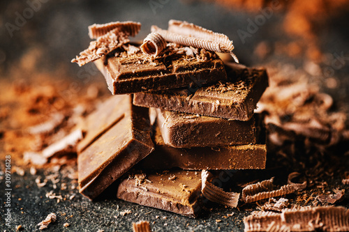 Dark chocolate on dark background Fototapet