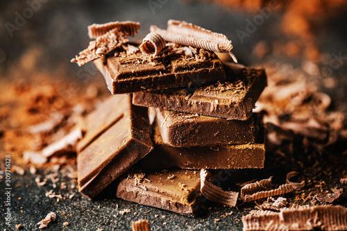 obraz PCV Dark chocolate on dark background