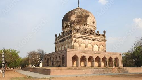 Obraz na plátně The ancient tomb of Qutb Shahi in Hyderabad - India