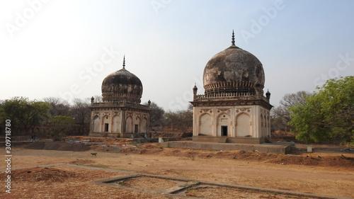 Платно The ancient tomb of Qutb Shahi in Hyderabad - India