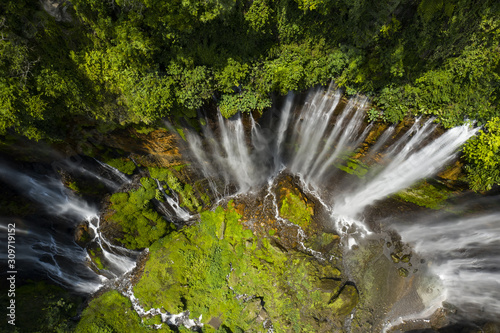 Photo View from above, stunning aerial view of the Tumpak Sewu Waterfalls also known as Coban Sewu