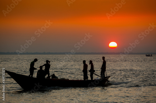 Photo Colorful golden Sunset on Sea