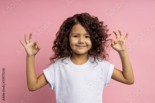 Obraz Portrait of a pretty curly little girl - fototapety do salonu