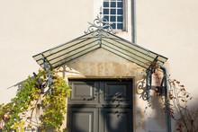 Porte D'entrée Surmontée D'une Marquise