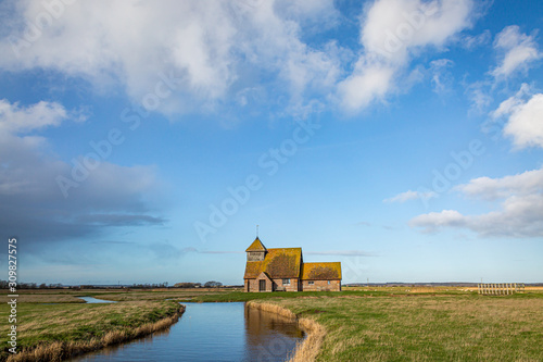Fotografija  A view of St Thomas a Becket Church at Fairfield, on Romney Marsh in Kent