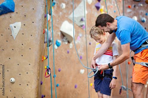 Fototapeta family rock climbing