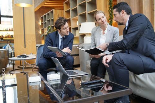 Obraz Business partners meeting in hotel lounge - fototapety do salonu