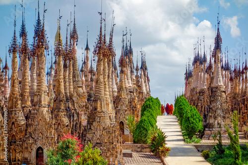 Cuadros en Lienzo  Kakku Pagodas