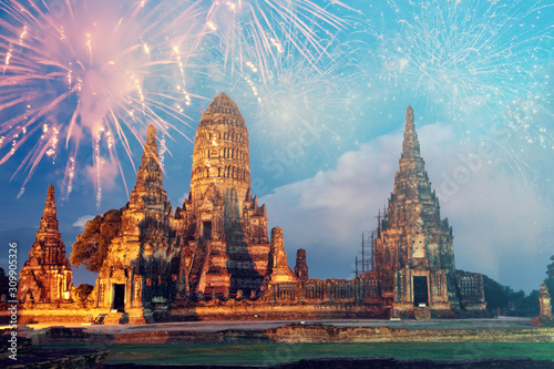 Fotografia  Beautiful Buddhist temple at night with fireworks for celebrations