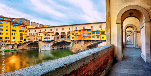 Leinwand Poster Ponte Vecchio bridge and riverside promenade in Florence, Italy