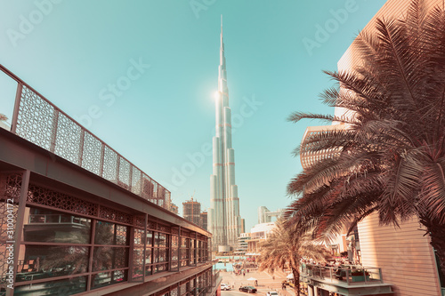 Photo The incredible architecture of the tallest skyscraper in the world - the main attraction of Dubai - Burj Khalifa