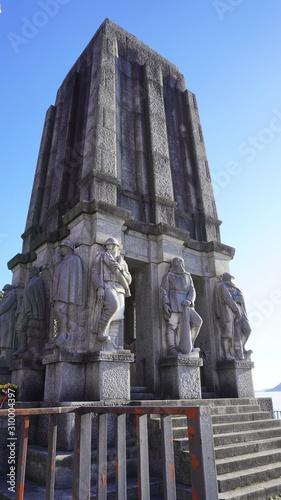 Photo Pallanza lake maggiore italy - dec14 2019 monument and tomb of luigi cadorna
