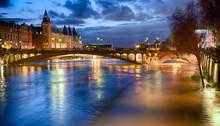 Night View Of Paris Flood As R...