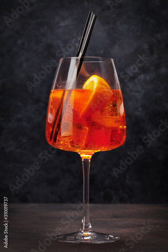 Fotomural  Aperol spritz classic cocktail