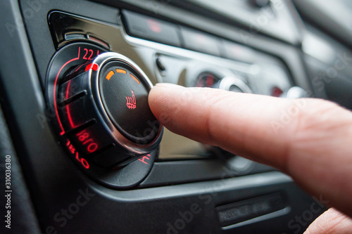 Fotografía  Button for heating the car seats close-up