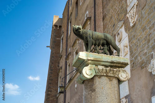 Valokuva She-wolf feeding Romulus (the founder of Rome) and Remus: ancient Roman symbol on the Capitoline hill, Piazza del Campidoglio square