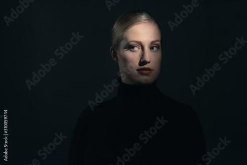 Fotografia  Retro 1940s woman in black turtleneck sweater.