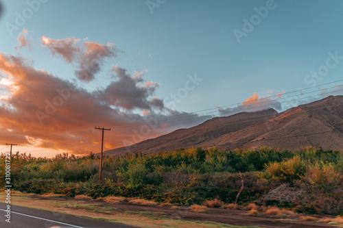 Fototapeta sunset over road in the desert hawai maui sundown obraz na płótnie