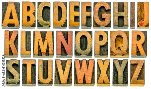 Fotografía  English alphabet in wood type isolated