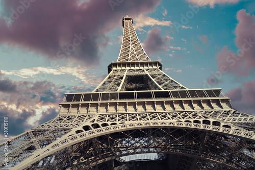 wieza-eiffla-w-paryzu-francja