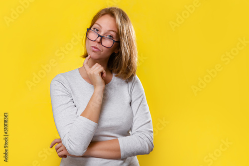 Fotografía Portrait of a beautiful blonde with glasses, who looks thoughtfully