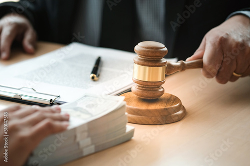 Obraz na plátně Lawyer Auction bid sale judgment mallet with judge