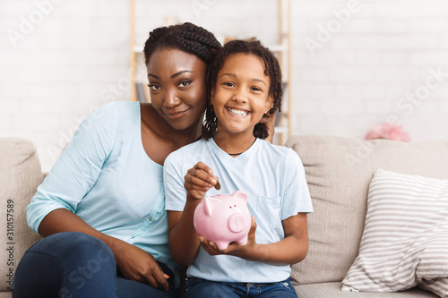 Stampa su Tela African american family saving money for college