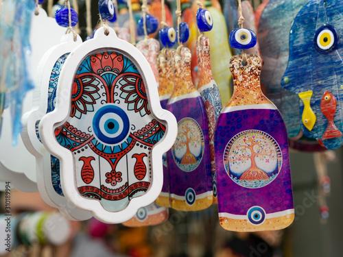 Photo The hamsa with Evil eye amulet protection symbol in a Jerusalem, Israel souvenir shop
