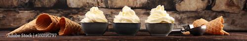 Fotomural  Vanilla soft served ice cream tasty sundae dairy ice cream on rustic background