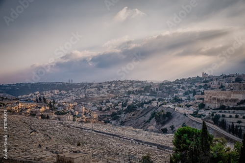 Fotografía Beautiful view of jewish cemetery and Jerusalem Old City from the Mount of Olives