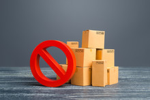 Cardboard Boxes And Red Prohibition Symbol NO. Restriction On Import, Ban On Export Of Dual-use Goods To Countries Under Sanctions. Out Of Stock. Embargo Trade Wars. Overproduction Or Scarcity.