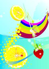 Cytryna, truskawka w napoju z tęczową barwą.