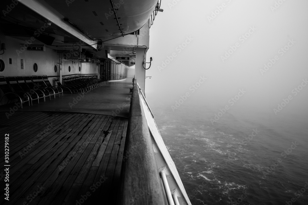 Fototapeta black and white ship hall