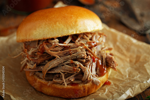 Fotomural  Pulled pork sandwich with brioche buns and pickles