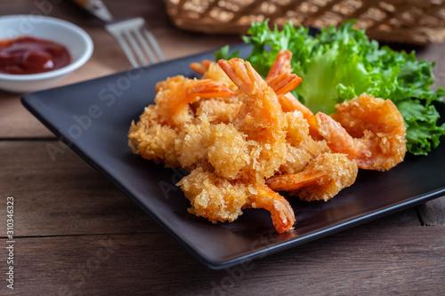 Fototapeta Fried shrimp and vegetable on plate. obraz