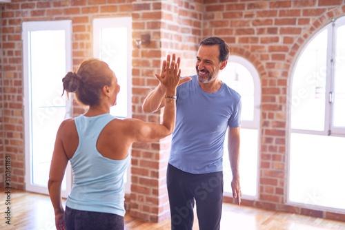 Fotografia  Middle age beautiful sporty couple smiling happy