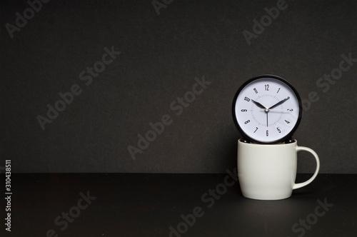 Fotografia Break Time Coffee cup with clock concept