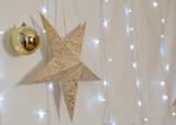 Hintergrundbild Stern mit goldener Kugel und Lichter, Weihnachten