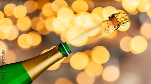 Champagnerflasche vor unscharfem Hintergrund an Silvester Canvas Print