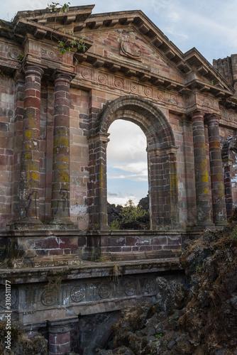 Photo Ruinas del templo de San Juan, cubierto por lava del volcan Paricutin