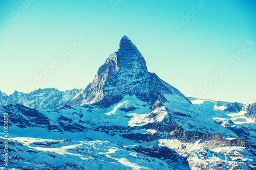 Photo Scenic view on snowy Matterhorn mountain peak in sunny day with blue sky, Zermatt, Switzerland
