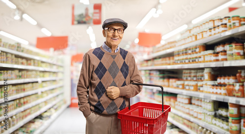 Senior with a shopping basket Fototapet