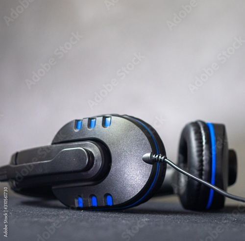 Obraz black and blue earphone, Game play and music. - fototapety do salonu