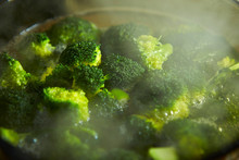 Boiling Broccoli In Glass Cook...