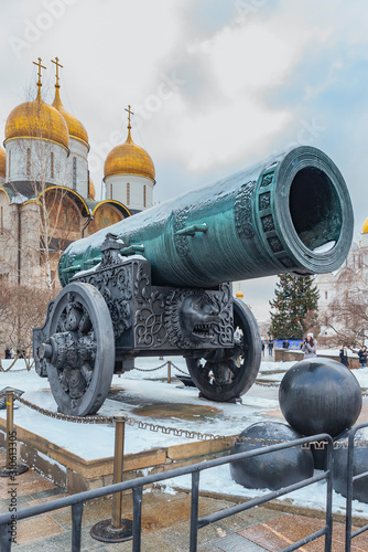 Fotografia Old Russian cannon with the name Tsarist Cannon standing on the square in the