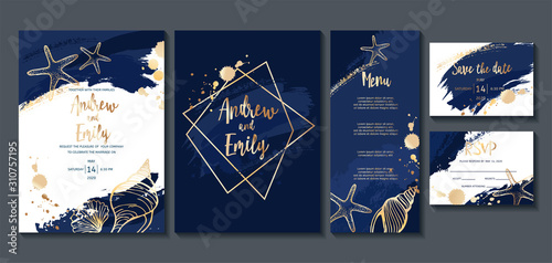 Wedding invitation card with abstract navy blue background and gold seashells Fototapete